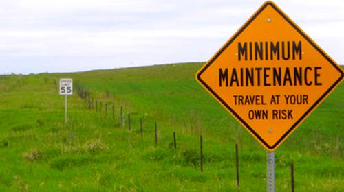 minimum maintence warning sign